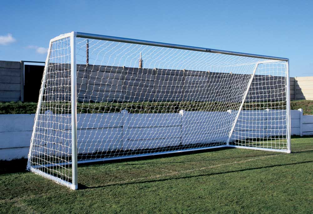 16 x7 ALUMINIUM FOOTBALL GOALS - FLAT PACK -ONE SECTION CROSSBAR      16 x 7 PAIR OF GOALS